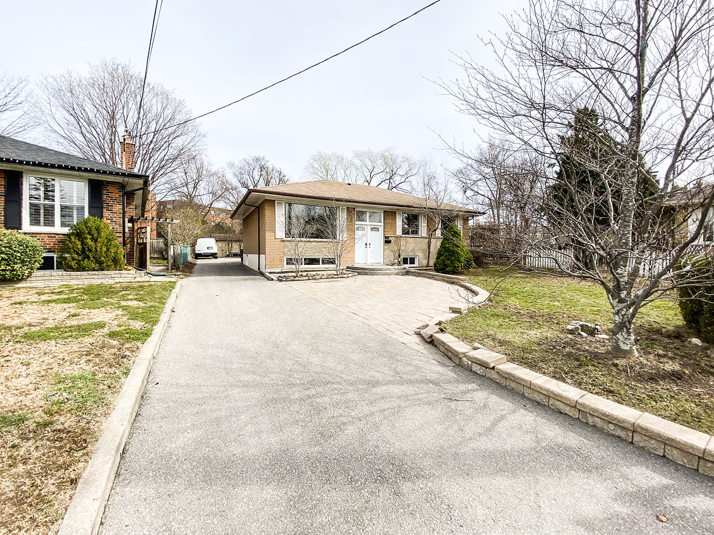 9 Belper Crt, Toronto, Ontario    - Photo 1 - RP1332352213