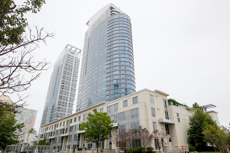 38 Lee Centre Dr 1708, Toronto, Ontario    - Photo 1 - E4577345