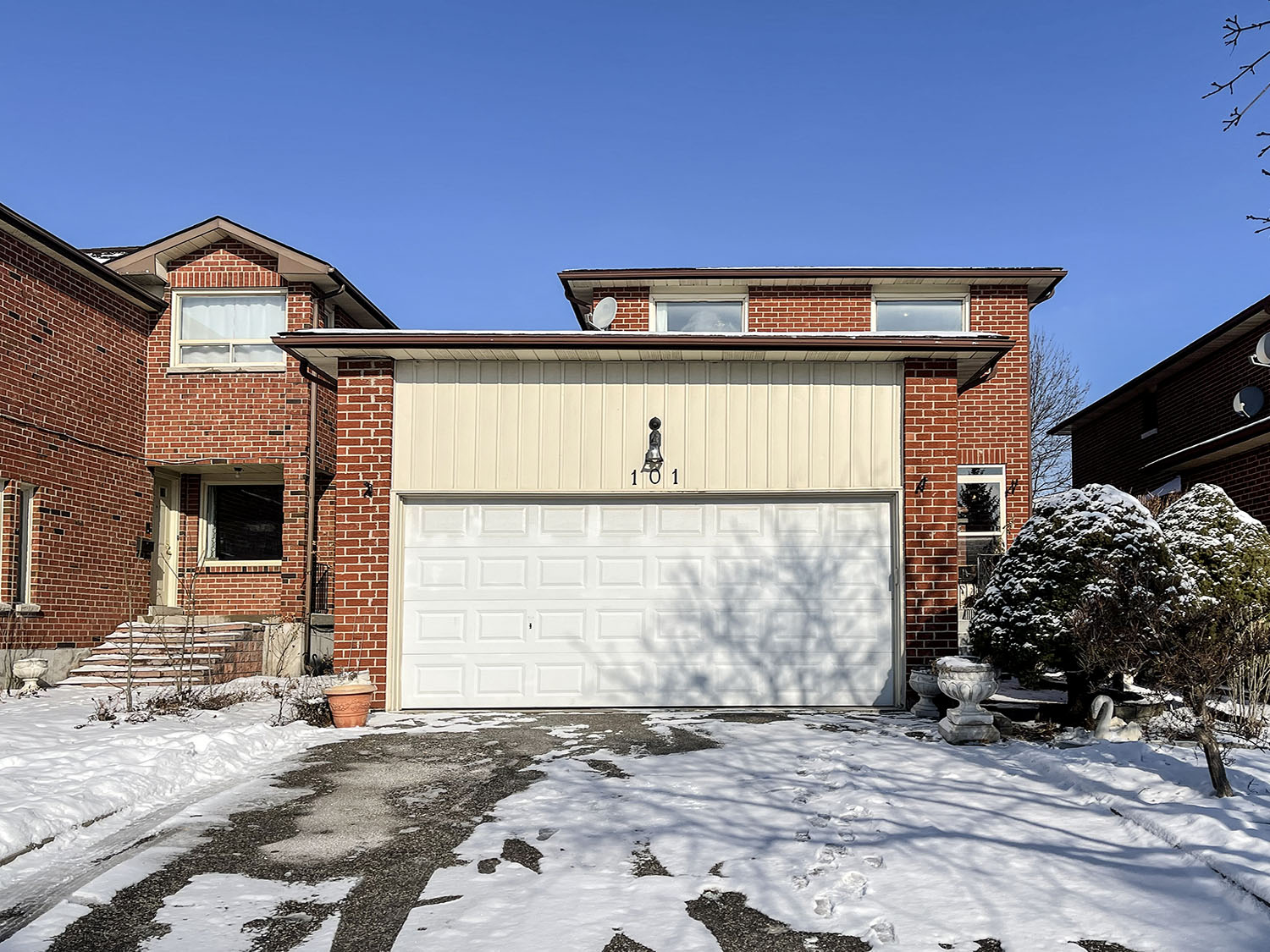 101 Belvedere Cres, Richmind Hill, Ontario    - Photo 1 - RP5705106743